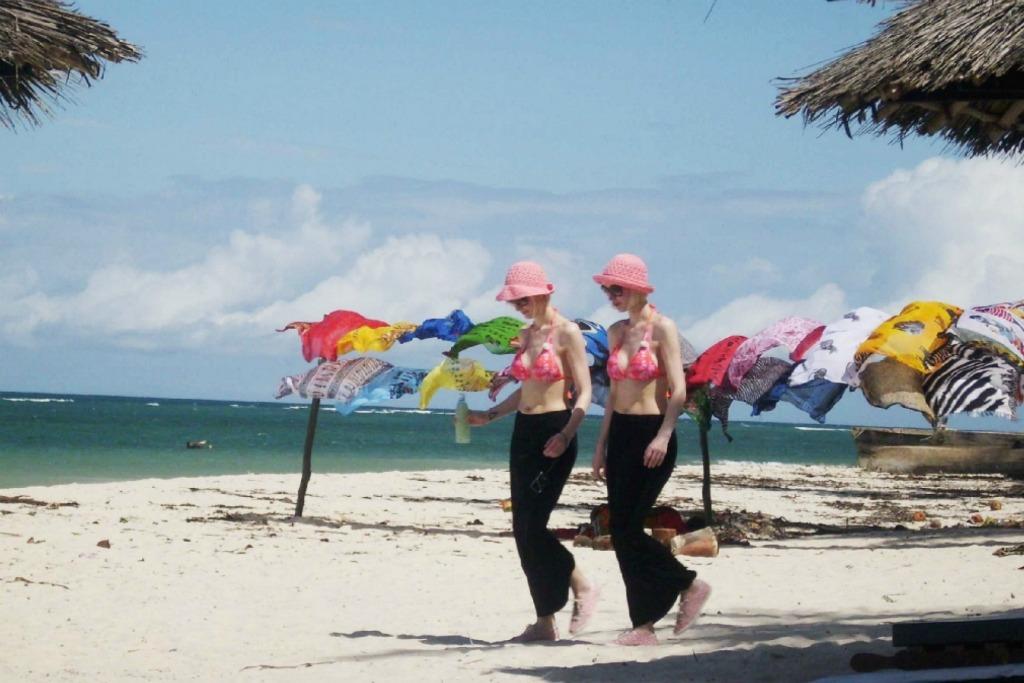 Sonnenschutz, Sonnencreme Test, Super Twins Sonnenschutz , Kenia Diani Beach Urlaub, Super Twins Annalena und Magdalena