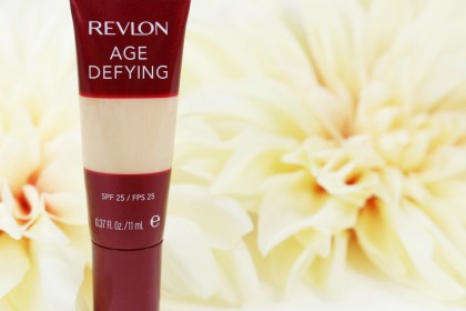 Revlon Age Defying Moisturizing Concealer SPF 25 in Light