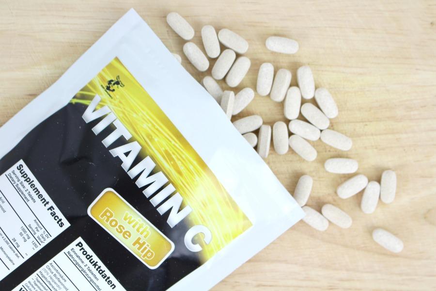Vitamin C und Zink gegen Erkältung, Vitamin C und Zink bei Erkältung, Vitamin C und Zink gegen Pickel, Supplements gegen Akne, Nahrungsergänzungsmittel Vitamin C Test, Vitamin C Tagesbedarf, wie viel Vitamin C pro Tag, wie viel Zink am Tag, warum Zink so wichtig ist, warum ist Vitamin C so wichtig, Zinkmangel Symptome Ursachen, Vitamin C Mangel Haut, Vitamin C Mangel beheben, was kann Vitamin C, was kann man gegen Vitamin C Mangel tun, was Vitamin C alles kann, Vitamin C Wundermittel, welche Supplements sind wichtig, welche Supplements sind ein Muss, welche Supplements sind sinnvoll, welche Supplements sind die besten, welche Nahrungsergänzungsmittel machen Sinn, welche Nahrungsergänzungsmittel für schöne Haut, Beauty Blog ab 20, Beauty Blog ab 30, Beauty Blog ab 40, Super Twins Annalena und Magdalena