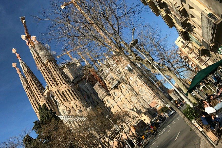 Barcelona Sightseeing Tipps, Barcelona was man sehen muss, Barcelona Sehenswürdigkeiten Liste, Sagrada Familia Bilder, Super Twins Barcelona, Super Twins Annalena und Magdalena