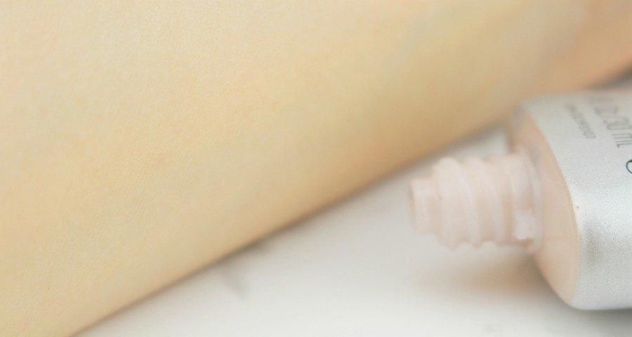 Revlon Photoready BB Cream Review, Revlon Photoready BB Cream Skin Perfector SPF 30 Review, BB Cream Test, gut deckende helle BB Cream, getönte Tagescreme deckend, BB Cream für helle Mischhaut, BB Cream Review Revlon, Revlon Make up Erfahrung, Revlon BB Cream Erfahrungen, BB Cream ohne Alkohol, BB Cream ohne Duftstoffe, BB Cream ohne Rotstich, Beauty Blog Zwillinge, Beauty Blog Super Twins, Super Twins Annalena und Magdalena