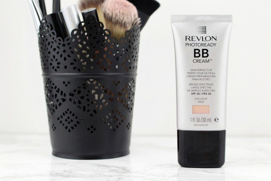 Revlon Photoready BB Cream Review, Revlon Photoready BB Cream Skin Perfector SPF 30 Review, BB Cream Test, gut deckende helle BB Cream, getönte Tagescreme deckend, BB Cream für helle Mischhaut, BB Cream Review Revlon, Revlon Make up Erfahrung, Revlon BB Cream Erfahrungen, BB Cream ohne Alkohol, BB Cream ohne Duftstoffe, BB Cream ohne Rotstich, Beauty Blog Zwillinge, Beauty Blog Super Twins, Super Twins Annalena und Magdalena
