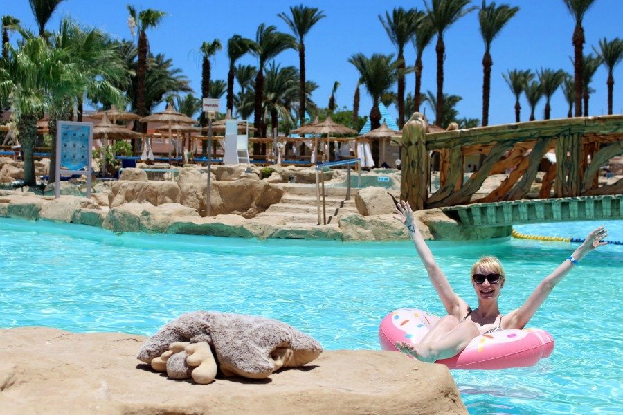 Schwimmreifen Donut, Donut Schwimmreifen pink, Donut Schwimmring Amazon, Donut Schwimmring wo kaufen, Schwimmtiere für Pool, Luftmatratze Test, Schwimmtiere aufblasbar Test, Ägypten Urlaub, Beach Albatros Resort Bilder, Beach Albatros Resort Ägypten Hurghada, Super Twins Annalena und Magdalena