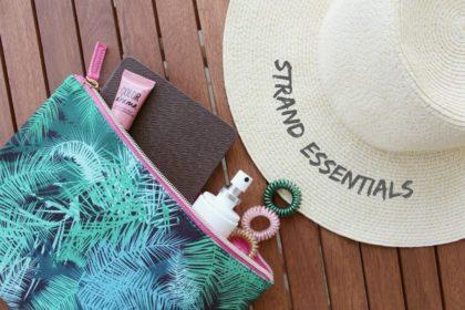Checkliste Urlaub: Das darf in keiner Strandtasche fehlen
