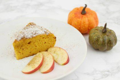 Saftiger Low Carb Kürbiskuchen: So fudgig schmeckt der Herbst