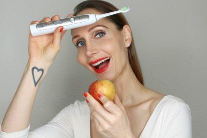 Weiße Zähne ohne Bleaching: Das macht Zähne wirklich weiß!