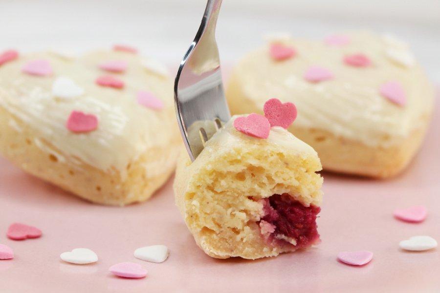 zuckerfreie Himbeer Muffins, Protein Himbeer Muffins, Himbeer Muffins mit weißer Schokolade, Super Twins Annalena und Magdalena
