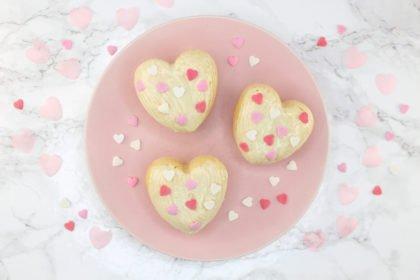 Von Herzen: Zuckerfreie Himbeer Muffins mit weißer Schokoglasur