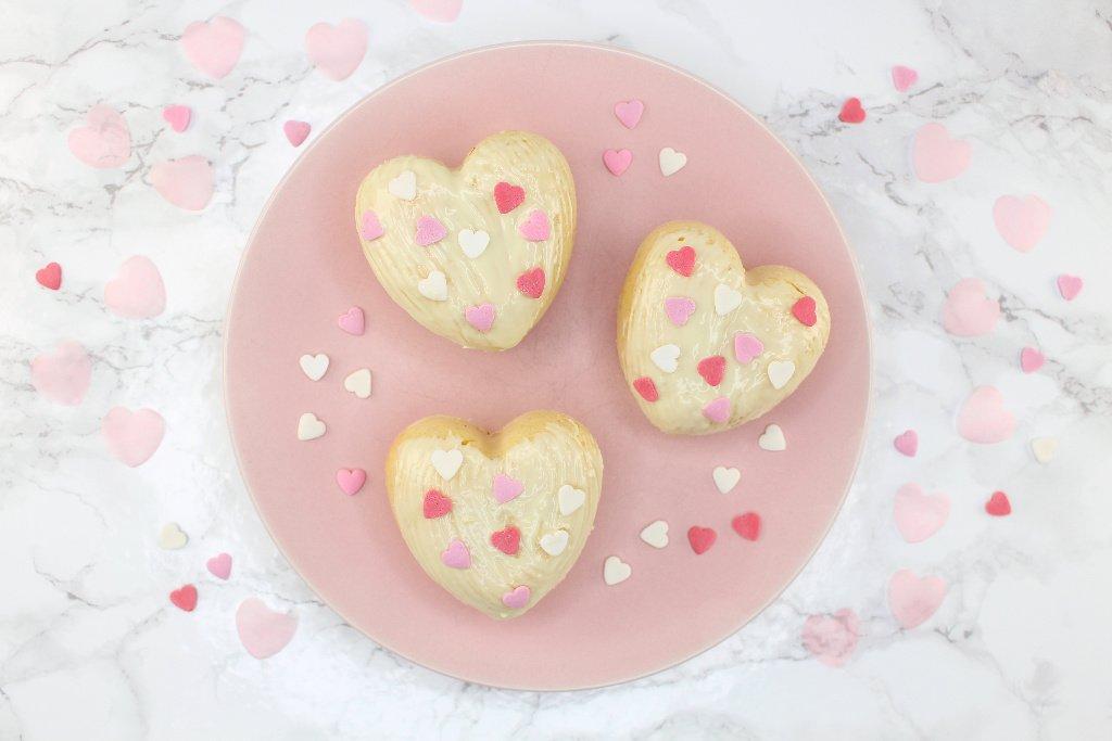 zuckerfreie Himbeer Muffins, Himbeer Muffins mit weißer Schokolade, Low Carb Protein Muffins, Low Carb Himbeer Muffins, Protein Muffins mit Proteinpulver, Super Twins Annalena und Magdalena