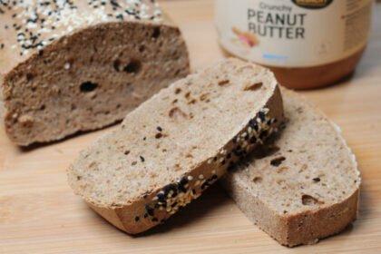Wie echtes Brot, nur besser: Knuspriges Vollkorn Eiweißbrot ohne Hefe