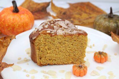Glutenfrei in den Herbst: Saftiger Mandel-Kürbiskuchen ohne Mehl